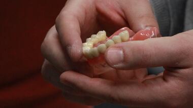 Ersatz Zahn