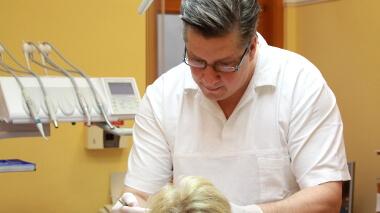 Zahnarzt Dr. Cziner in Ungarn